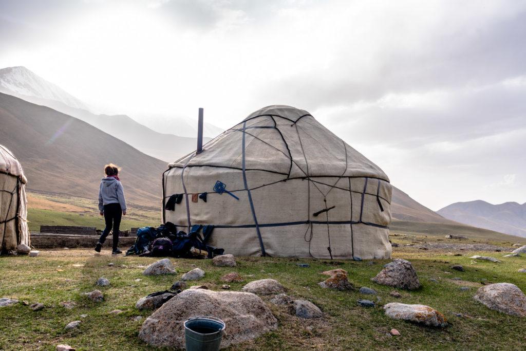 backpacking Jul&Gaux SerialHikers autostop hitchhiking aventure adventure alternative travel voyage volontariat volonteering Kyrghyzstan Kirgizstan kyol Ukyok yourte yurt
