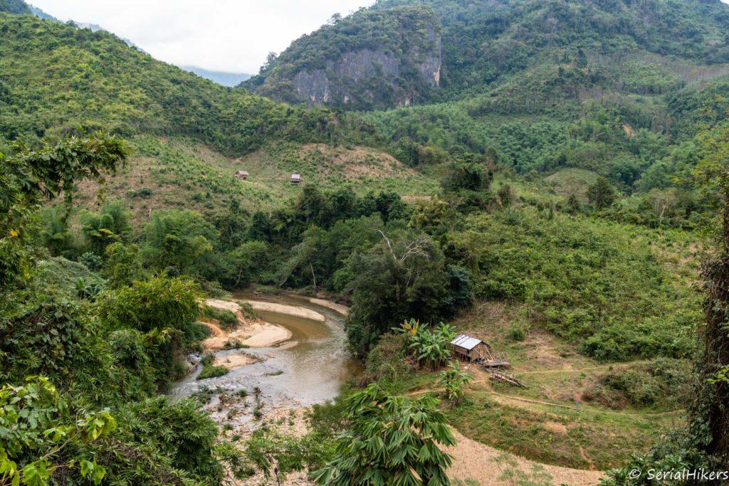 backpacking Jul&Gaux SerialHikers stop autostop world tour hitchhiking aventure adventure alternative travel voyage volontariat volonteering Laos Houaphan river jungle