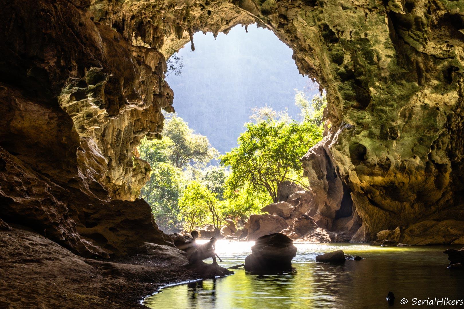 SerialHikers stop autostop world monde tour hitchhiking aventure adventure alternative travel voyage sans avion no fly Laos Mahaxay boucle Thakhek loop