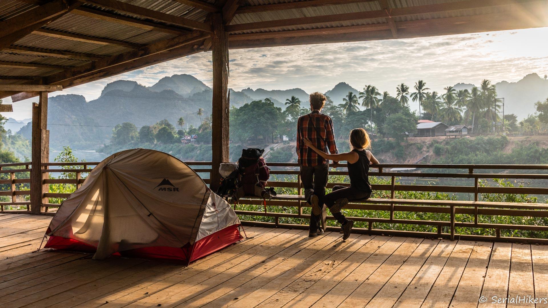 backpacking Jul&Gaux SerialHikers autostop hitchhiking aventure adventure alternative travel voyage volontariat volunteering Laos Mahaxay boucle Thakhek loop