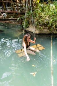 backpacking Jul&Gaux SerialHikers autostop hitchhiking aventure adventure alternative travel voyage volontariat volunteering Laos grotte cave Vang Vieng blue lagoon