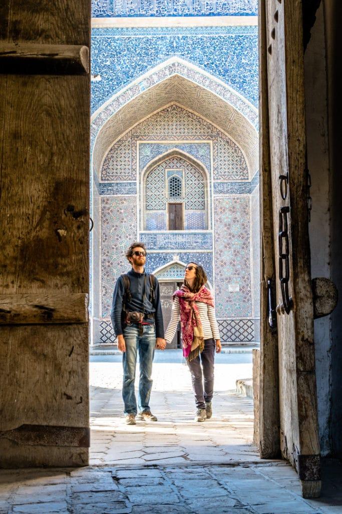 Jul&Gaux SerialHikers autostop hitchhiking aventure adventure alternative travel voyage asie centrale Ouzbékistan uzbekistan boukhara bukhara madrassa