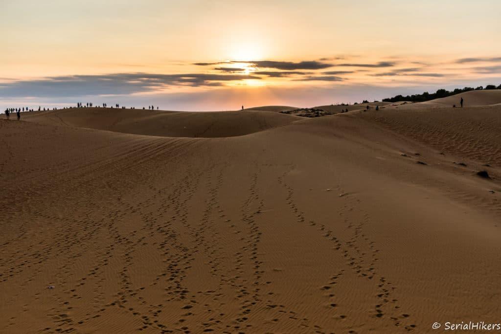 SerialHikers stop autostop world monde tour hitchhiking aventure adventure alternative travel voyage sans avion no fly vietnam mui ne dunes red sand