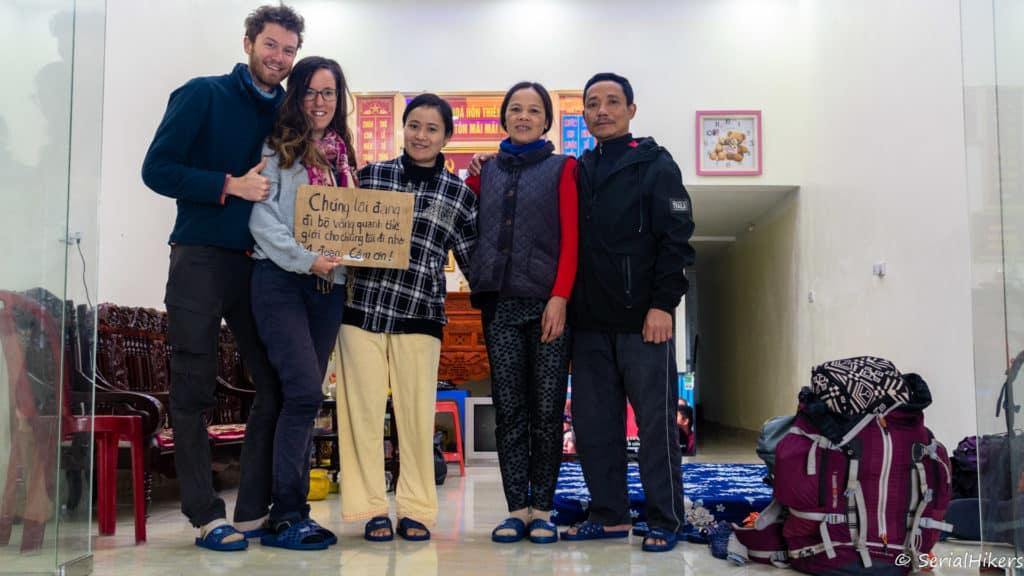 backpacking Jul&Gaux SerialHikers stop autostop world tour hitchhiking aventure adventure alternative travel voyage volontariat volonteering Vietnam hospitalite hospitality hotes panneau trois ans