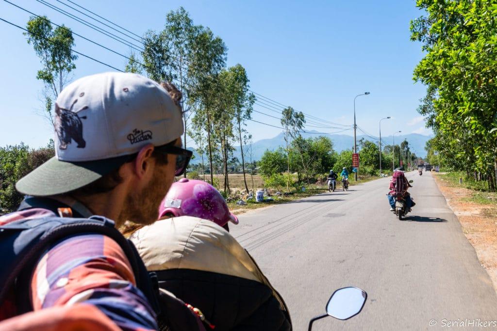 backpacking Jul&Gaux SerialHikers stop autostop world tour hitchhiking aventure adventure alternative travel voyage volontariat volonteering Vietnam moto motostop trois ans