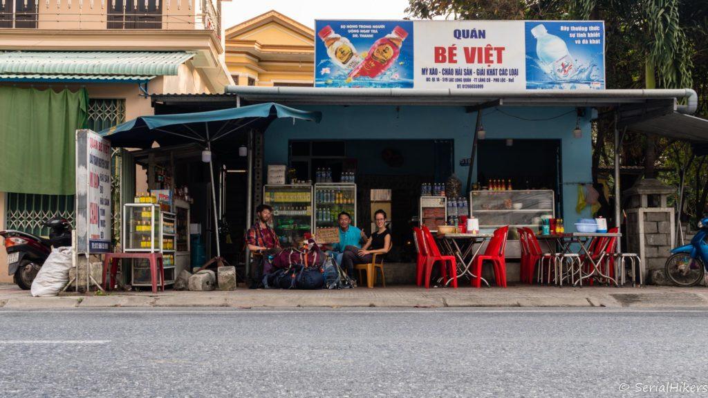 SerialHikers stop autostop world monde tour hitchhiking aventure adventure alternative travel voyage sans avion no fly vietnam lang co restaurant